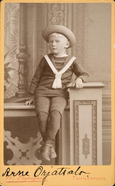 Kuvassa lukee Orjatsalo, mutta Aarne vaihtoi nimensä vasta 1907